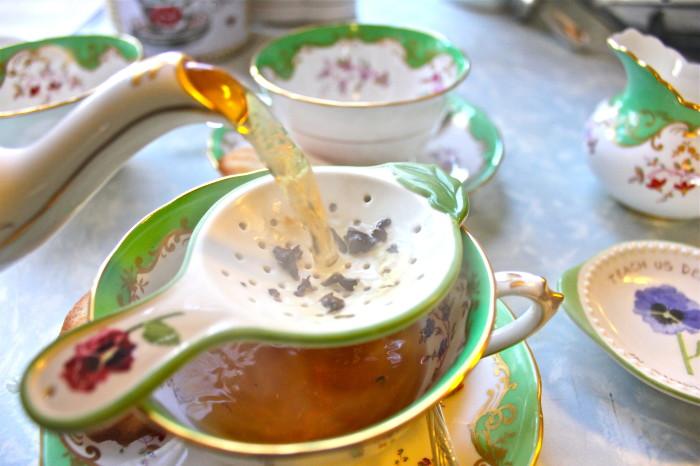 pour a cup tea