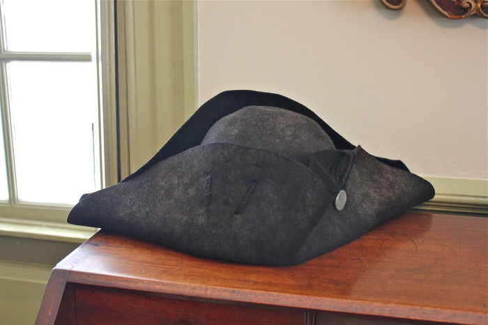 Ti-corner hat