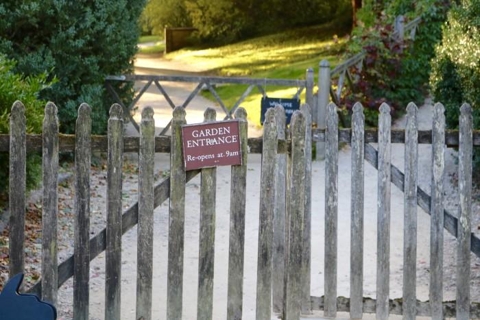 gate to gardens of stourhead